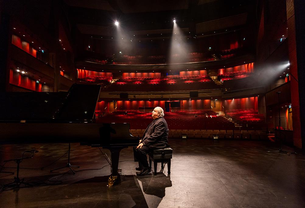 Piano Virtuoso David Syme